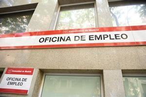 Fachada de una de las oficinas de empleo en Madrid.