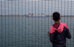 La llamada del niño Soufian a su padre en Marrackekh y los sueños de Mounir en el puerto de Ceuta.
