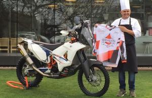 Nandu Jubany, en Can Jubany con la KTM con la que participará en el Dakar 2017.