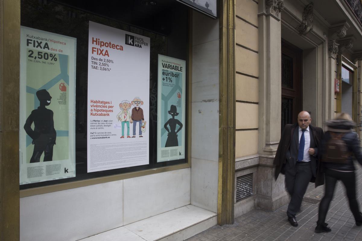Imagen de archivo de un anuncio de una hipoteca de una entidad financiera