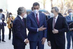 Pedro Sánchez y Faus y Mario Draghi en el cercle d'economia