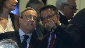 Florentino Perez y Josep Maria Bartomeu, en un clásico disputado en el Santiago Bernabéu.