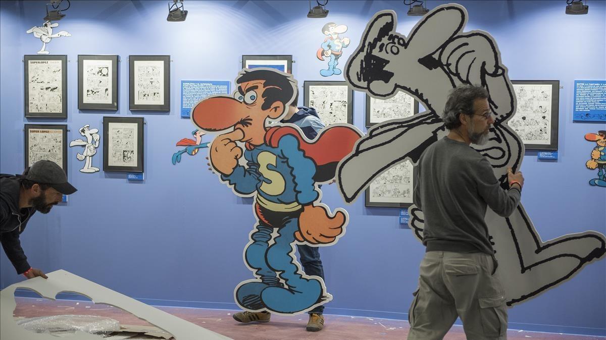 Preparativos de la exposición sobre Superlópez y Jan, este miércoles en el Salón del Cómic.