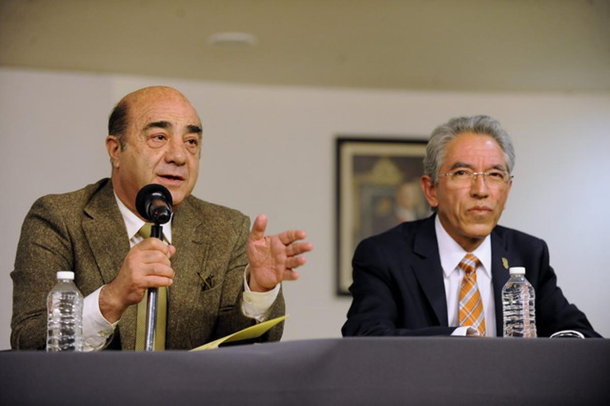 El fiscal general de México, Jesús Murillo (izquierda) y el gobernador de Michoacán, Salvador Jara, el martes en rueda de prensa.
