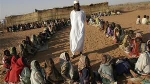 Una escuela de niños sudaneses en los campamentos de refugiados de Darfur.