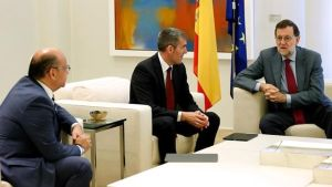 El líder y la secretaria general del PP, Mariano Rajoy y Dolores de Cospedal, en la reunión que han mantenido este martes con el presidente del Gobierno canario, Fernando Clavijo, y el secretario general de Coalición Canaria, José Miguel Barragán.