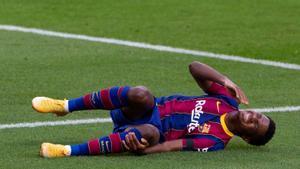 Fati, dolorido, se queja de la rodilla tras la entrada de Mandi en el Barça-Betis de noviembre..