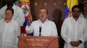 Entra en vigor el alto el fuego entre el Gobierno de Colombia y las FARC.