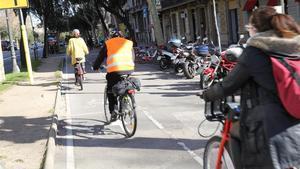 Carril bici en Diagonal, a la altura con paseo de Gràcia, donde se reordenará la movilidad.