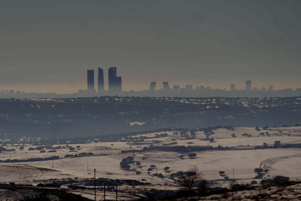 Imagen de Madrid con la boina de contaminación que ha provocado la ola de frío que ha dejado tras de sí la borrasca 'Filomena'.