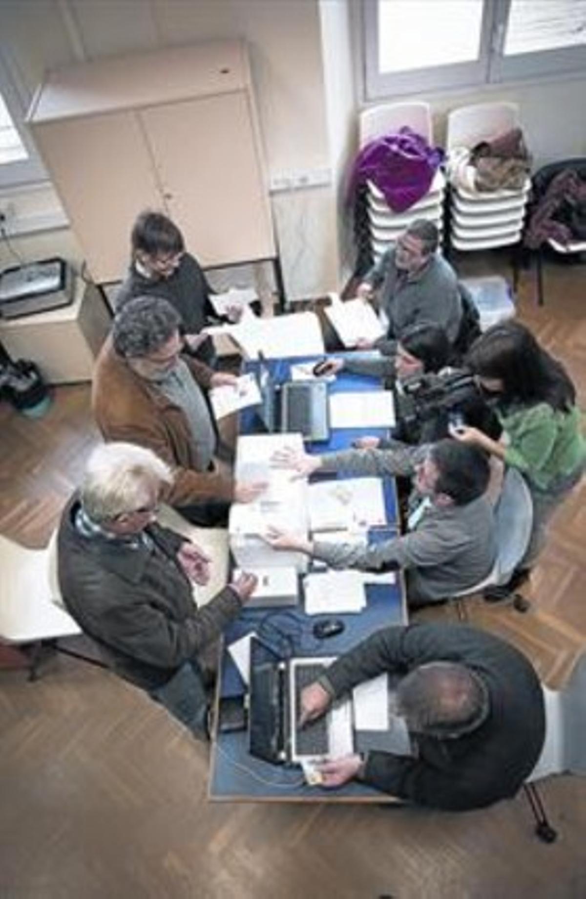 Imagen de un punto de votación de las primarias del PSC, el pasado sábado.