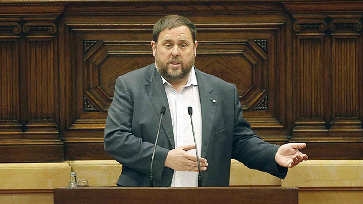 El vicepresidente y'conseller' deEconomia, Oriol Junqueras, alerta a la CUP de que los ciudadanos pagarán las consecuencias extremadamente graves de no aprobar los presupuestos.