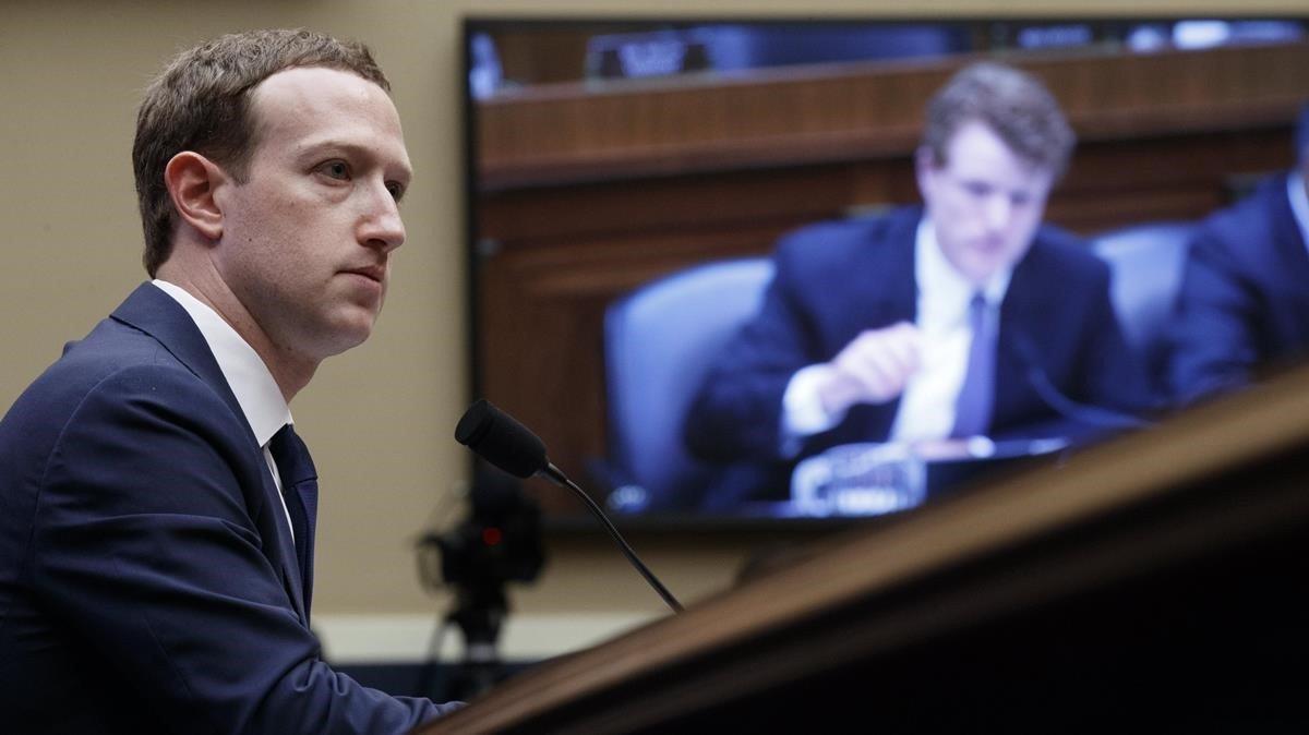 Mark Zuckerberg, fundador y presidente de Facebook, ante el Congreso de EEUU