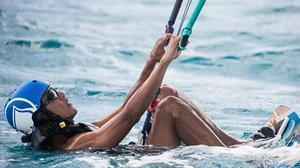 Barak Obama i Richard Branson, competeixen en 'kitesurfing'aIlla Mosquit (Illes Verges).