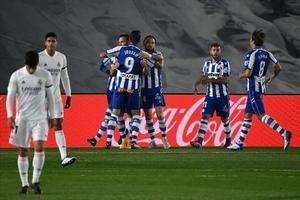 El Alavés celebra el tanto de Lucas Pérez en el Di Stéfano