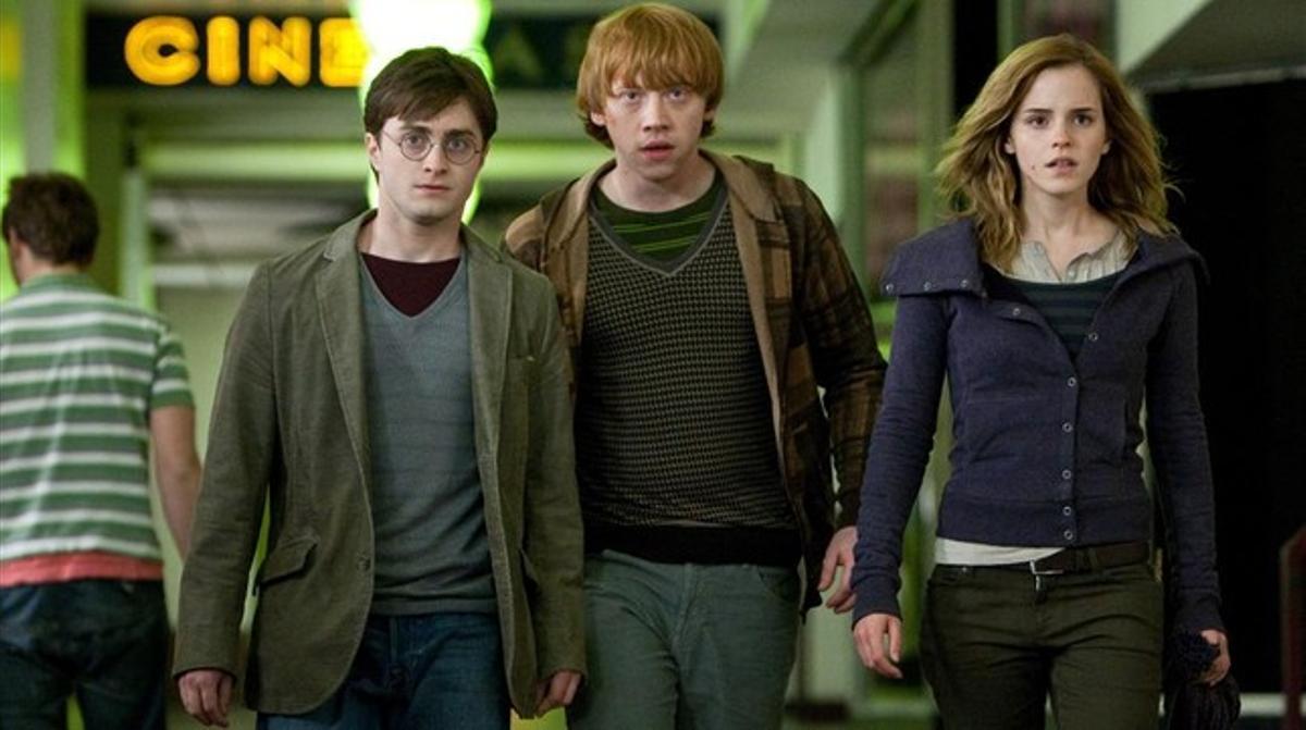 Daniel Radcliffe, Emma Watson y Rupert Grint, en una escena de 'Harry Potter i les reliquies de la mort (1)'.