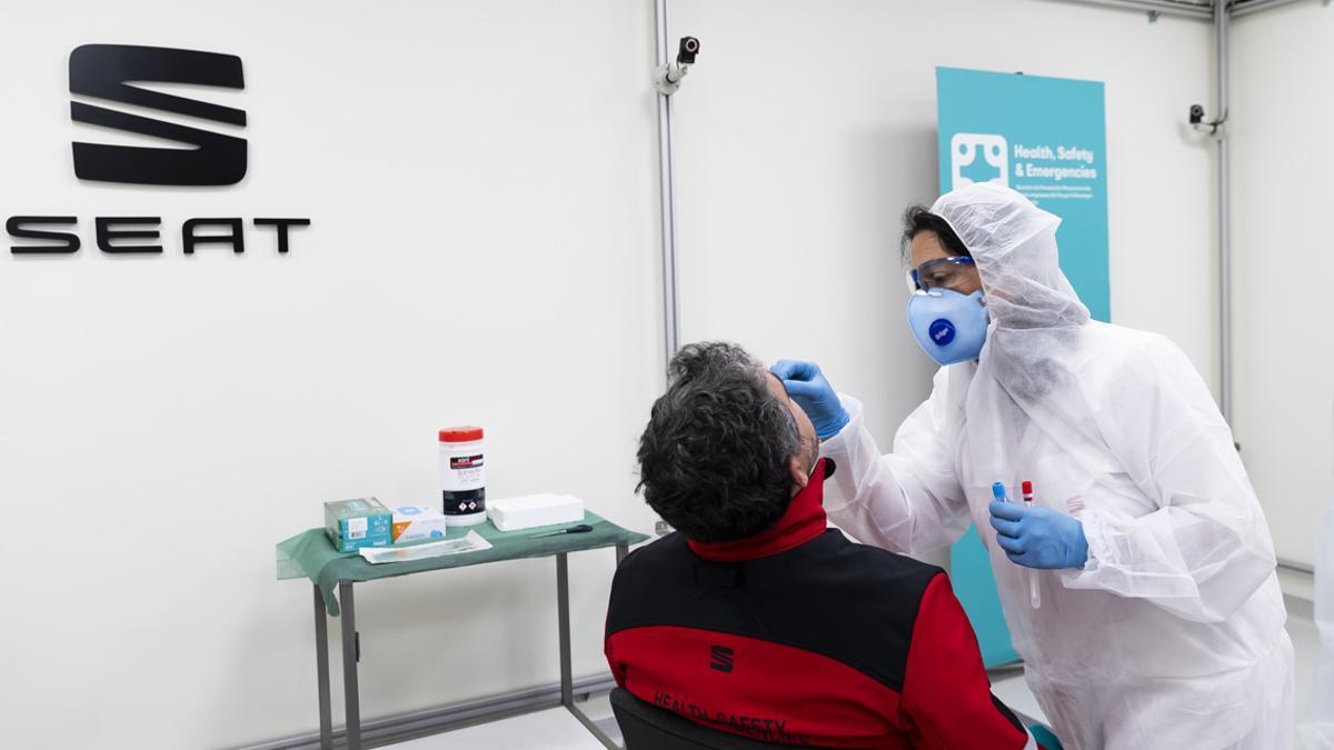 Test PCR a los trabajadores de Seat