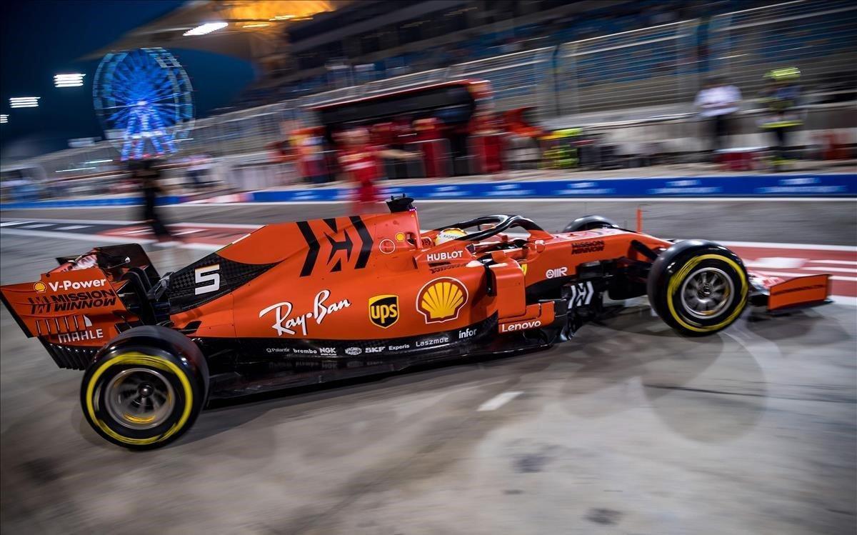El Ferrari de Vettel, en un momento de la segunda sesión de entrenamientos