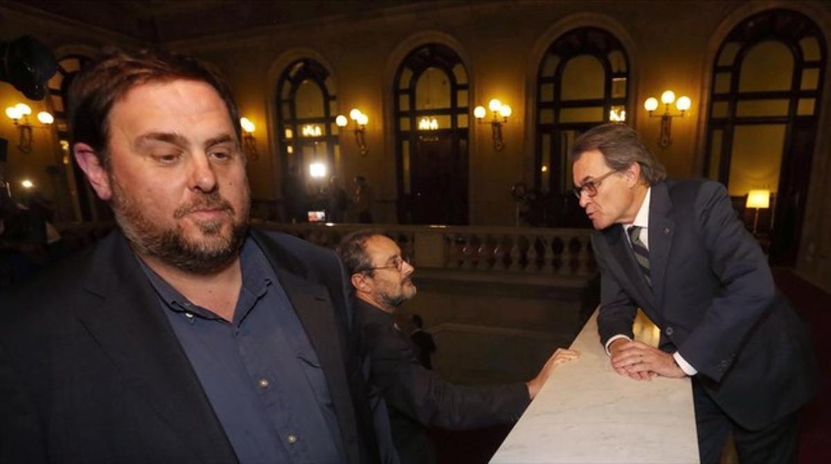 Oriol Junqueras, Artur Mas y Antonio Baños tras el pleno del Parlament del pasado día 10.