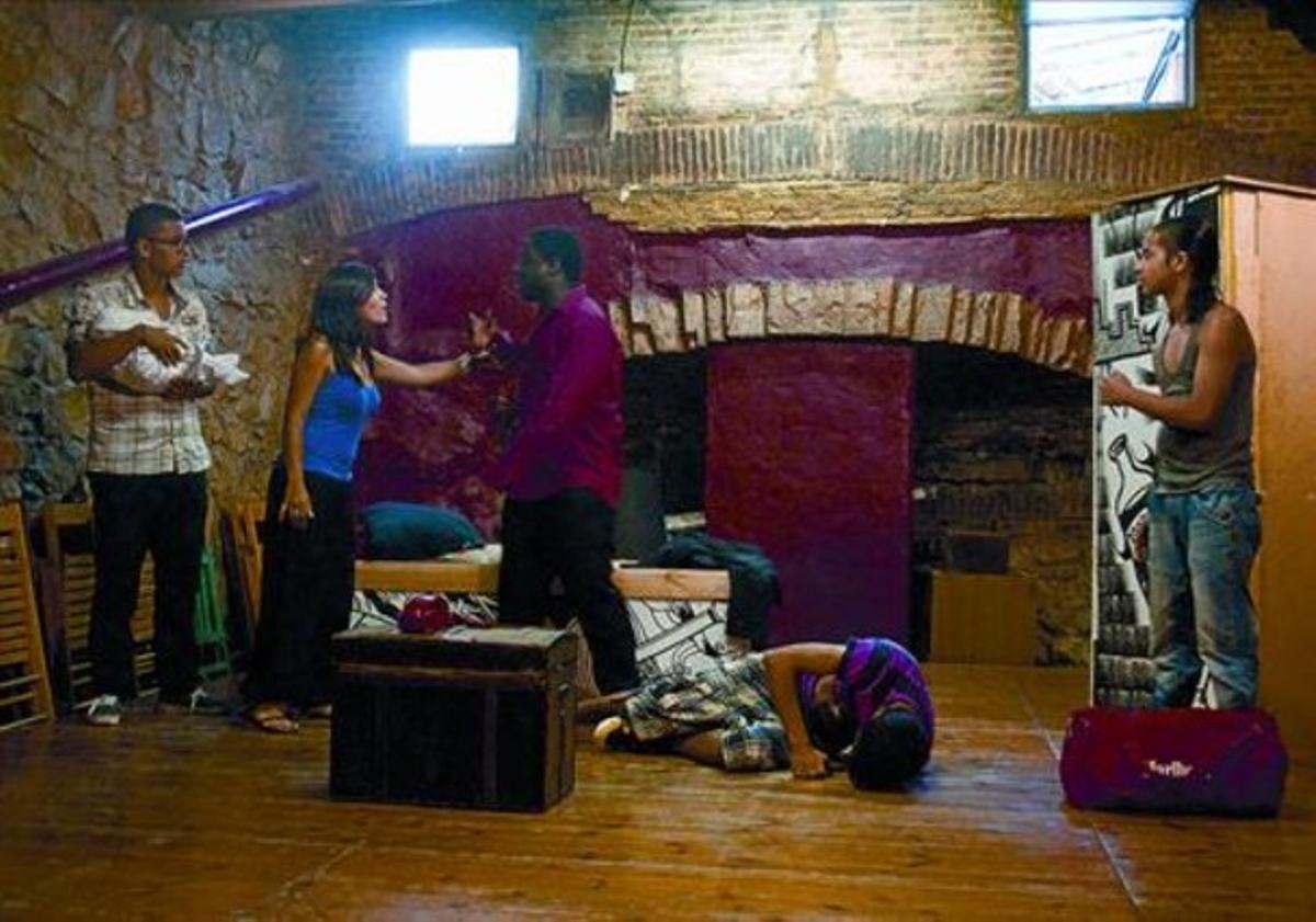 Guion juvenil 8 Ensayo de la obra de Teatre Pa'tothom 'Aprender a vivir', que representarán en Grenoble.
