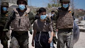 La frontera de Ceuta es desperta tranquil·la mentre segueixen les devolucions