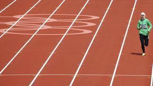 La atleta saudí Sarah Attar, en la prueba de 800 en los JJOO de Londres 2012.
