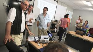 El coordinador del GUPC, el italiano Paolo Moder (d), el gerente del proyecto en la costa Atlántica, José Pelaez (c), y el representante de la compañía, Luis Villarreal (d), participan en rueda de prensa sobre el proyecto de ampliación del Canal de Panamá.