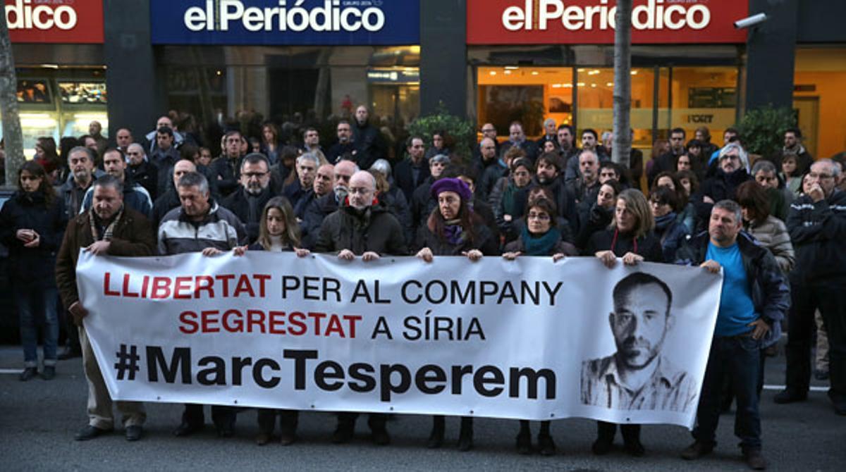 Familiares y compañeros de Marc Marginedas piden su liberación a la puerta de EL PERIÓDICO.