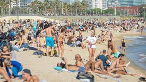 Barcelona descarta tancar parcs i platges i pensa a convertir carrers en zona de vianants