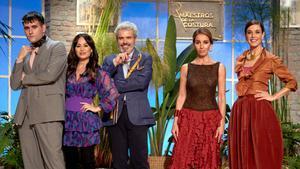 El jurado de 'Maestros de la costura 4' junto a Ana Belén y Raquel Sánchez Silva.