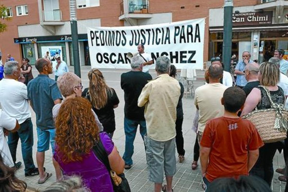 Concentración vecinal en Montgat en petición de justicia para Óscar Sánchez el pasado mayo.