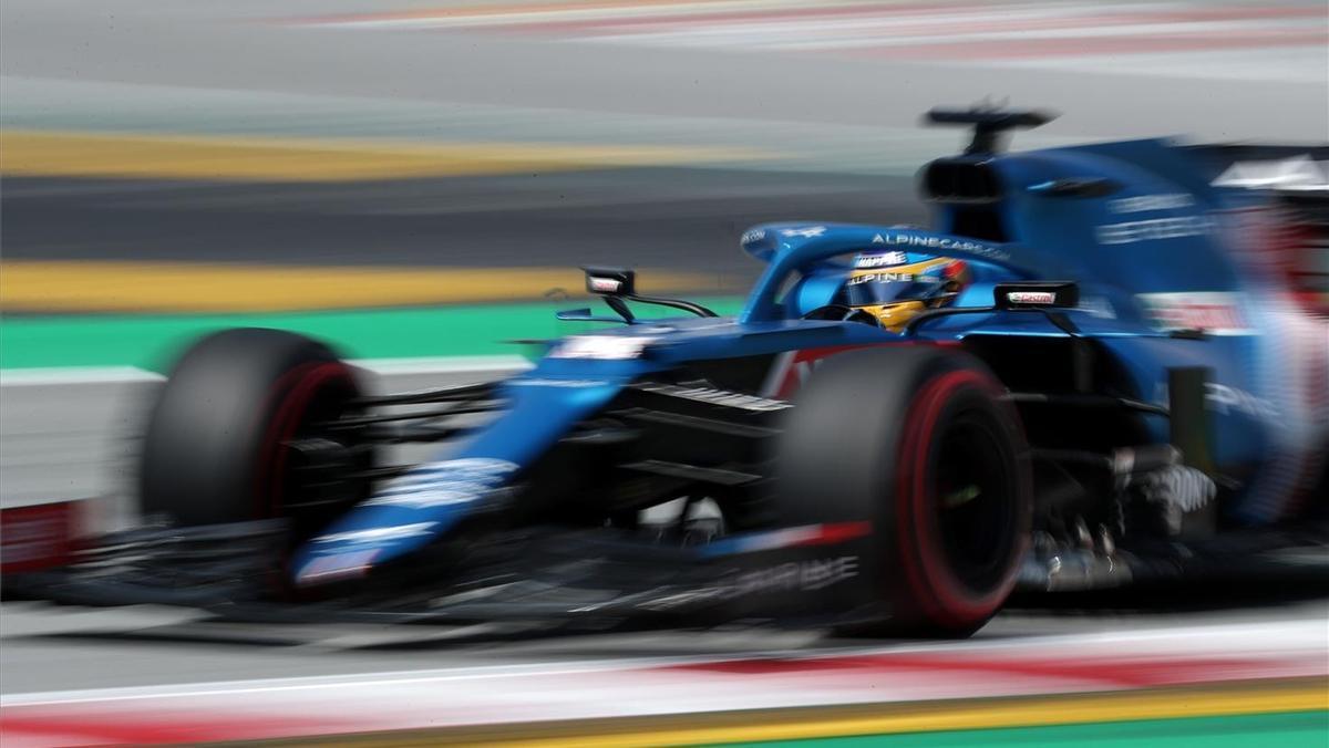 Alonso rueda con el Alpine en Montmeló, este viernes.