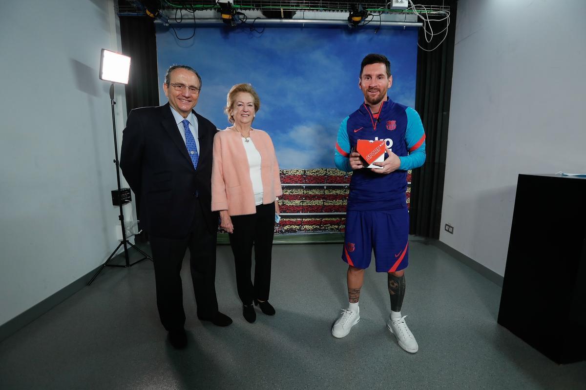 Javier Moll, Arantza Sarasola y Leo Messi en la entrega de los Premios Valores del Deporte