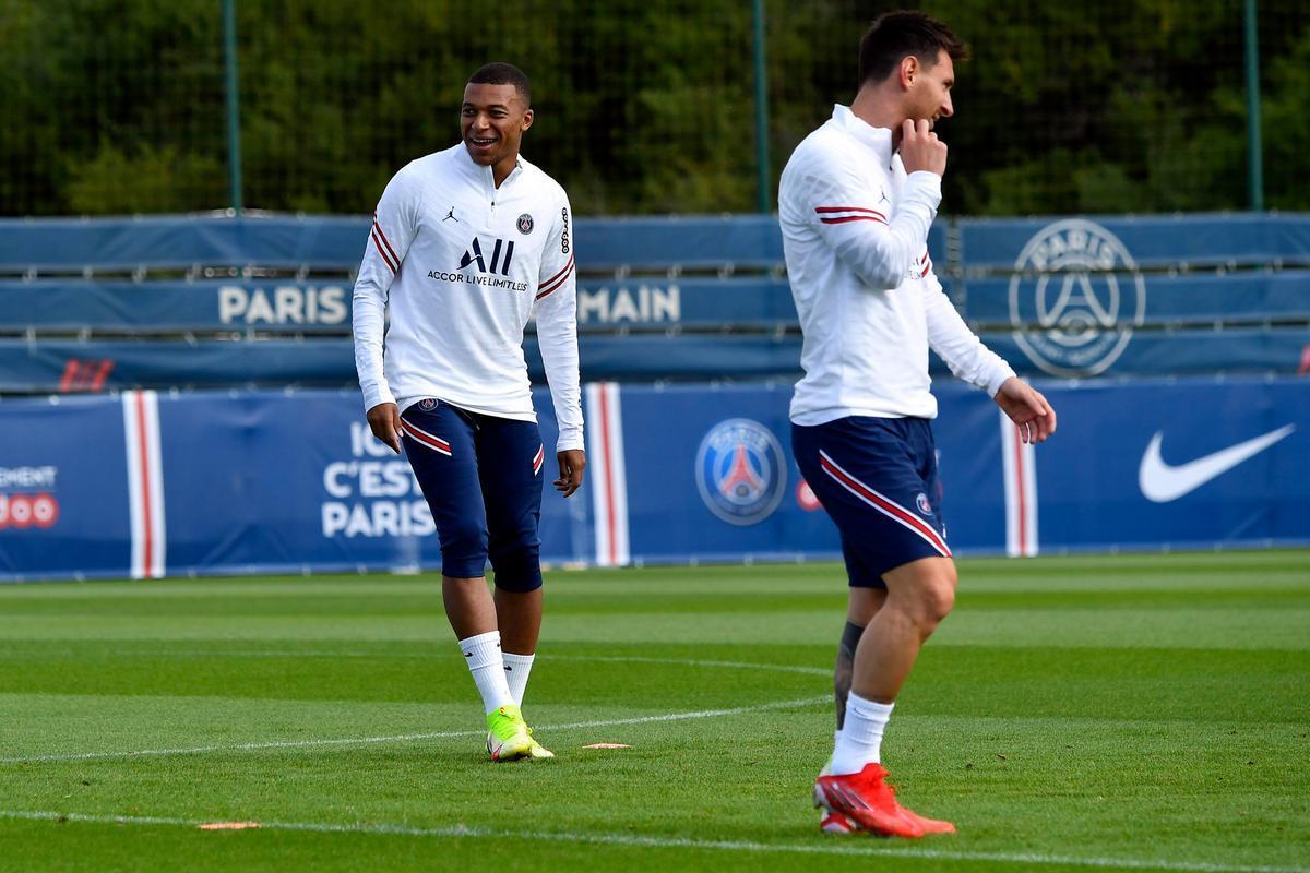 Mbappé y Messi, en el entrenamiento del Paris SG, previo al duelo con el Reims.