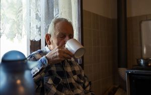 Personas mayores que viven solas, un colectivo especialmente vulnerable.