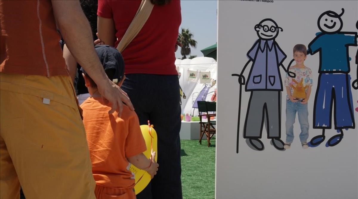 Campaña para incentivar la acogida de niños tutelados, celebrada en el Moll de la Fusta de Barcelona en el 2008.
