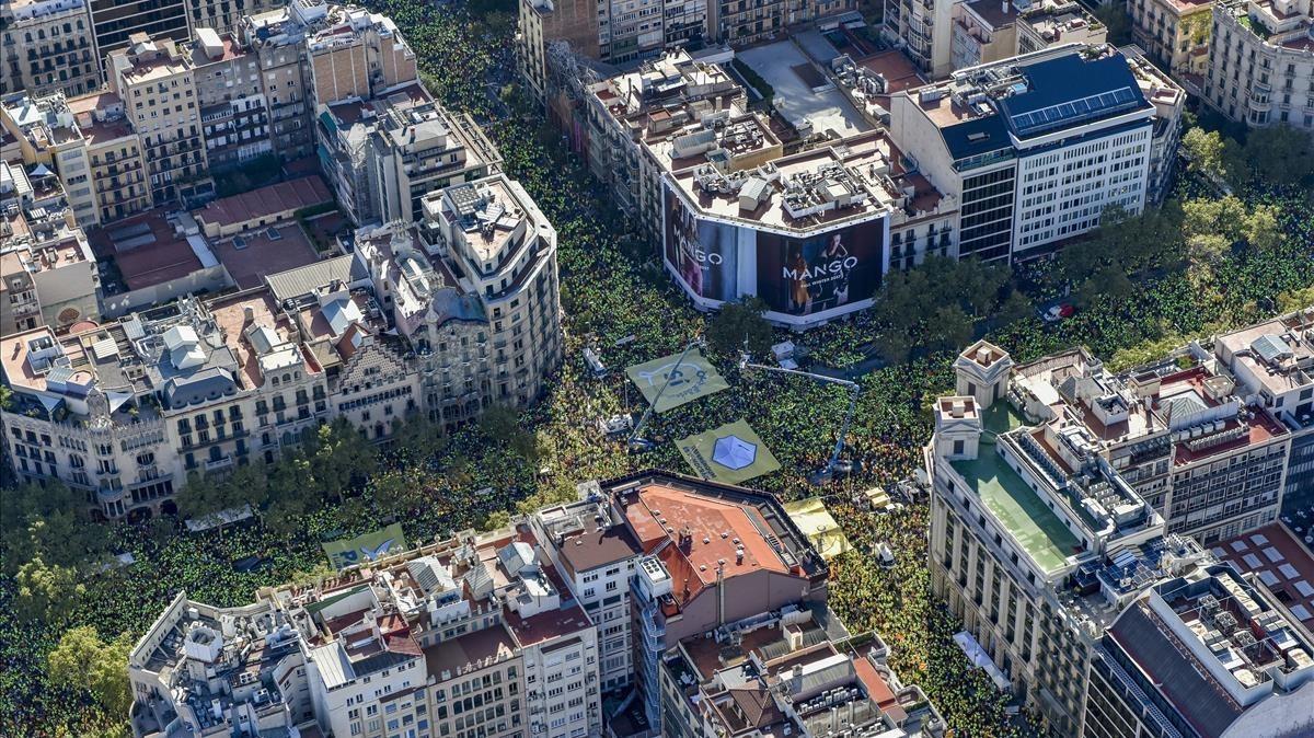 Vista aérea de la concentración entre el Passeig de Gràcia y la calle Aragó.