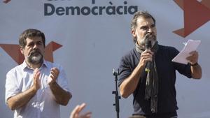 Jordi Sànchez y Jordi Cuixart, en una concentración el 24 de septiembre del 2017 en Barcelona.