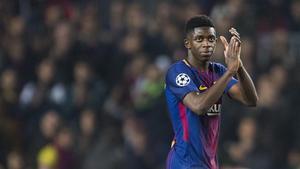 Dembélé se despide del Camp Nou aplaudiendo a la afición del Camp Nou.