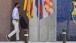 Bartomeu, a su llegada a las oficinas del Camp Nou para la reunión de la junta directiva.