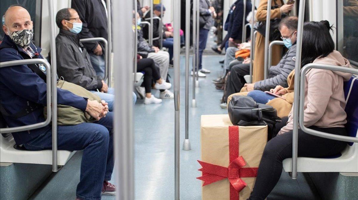 El transport públic a Barcelona va perdre gairebé la meitat dels viatgers durant el 2020