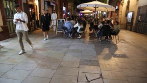 La calle de Blai, en Poble-sec, el viernes por la noche.