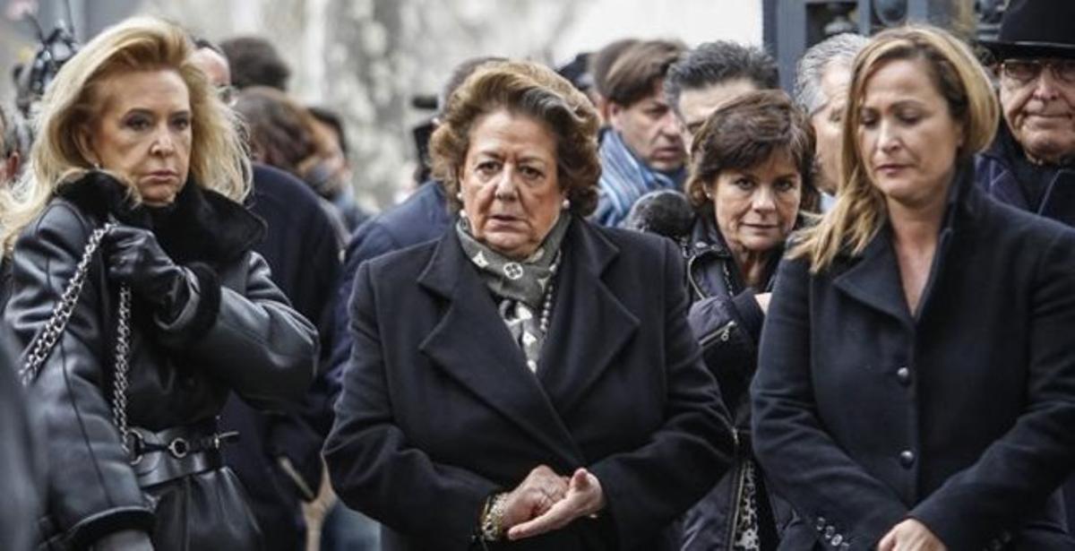 Rita Barberà (centro), la alcaldesa de Valencia, en el funeral de Pepe Sancho.
