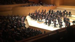 La Orquesta de París, dirigida por Daniel Harding, al final del conciertoen el Auditori.