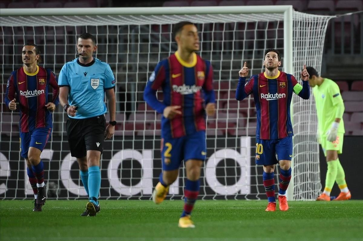 Leo Messi celebra el tando de penalti ante el Dinamo de Kiev