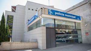La policía local de Terrassa abrió una investigación ya que la manera de actuar y la descripción del autor coincidían en los dos asaltos