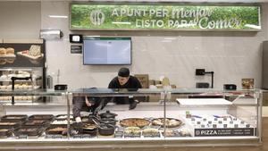 Vitrina de raciones 'Listo para comer' en el Mercadona de Aribau, 240.
