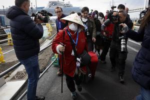 En total, a bordo del Diamond Princess llegaron 3.700 personas, entre pasajeros y tripulares.