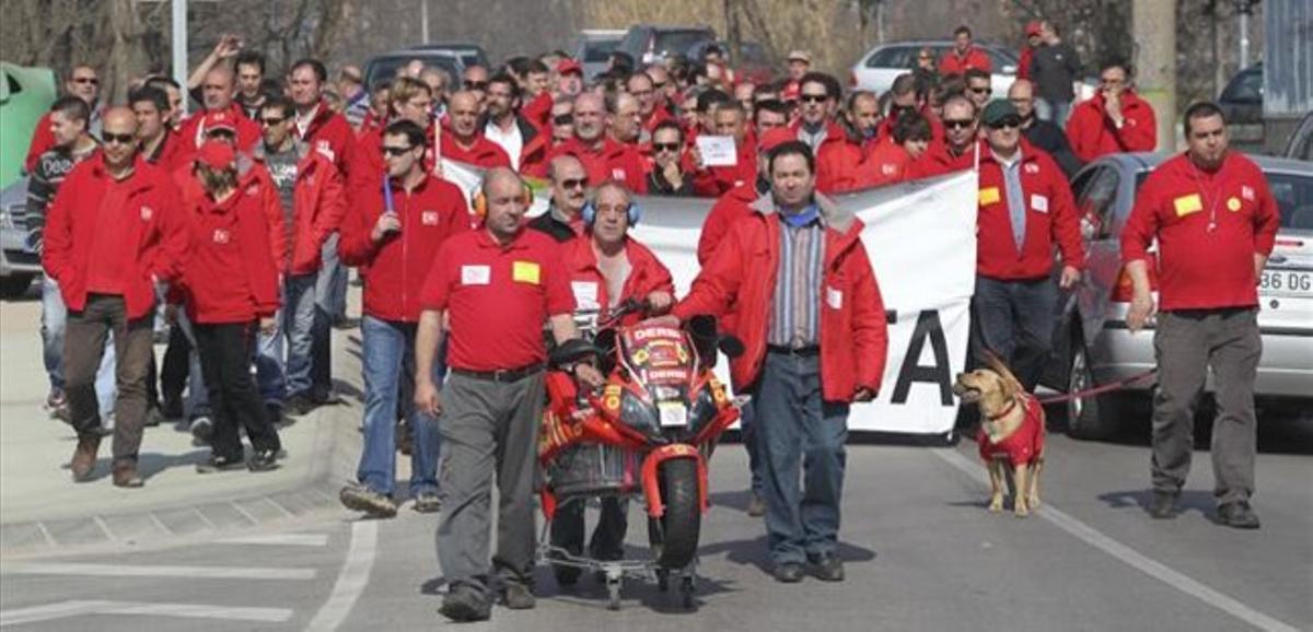 Protesta de trabajadores de Derbi el año pasado. JOSEP GARCIA