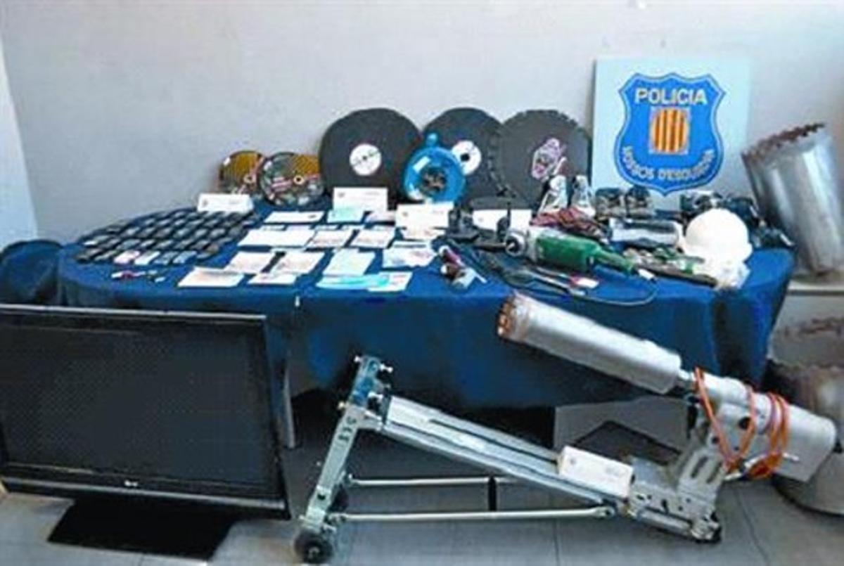 Herramientas usadas por la banda de Rexhepi para hacer los butrones o agujeros.